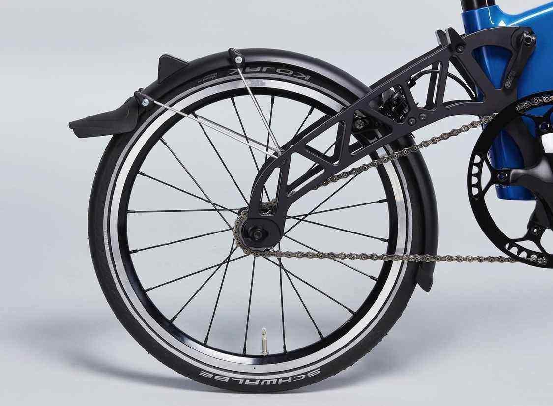 Full-Length Mudguard on Hybrid Bike Wheel