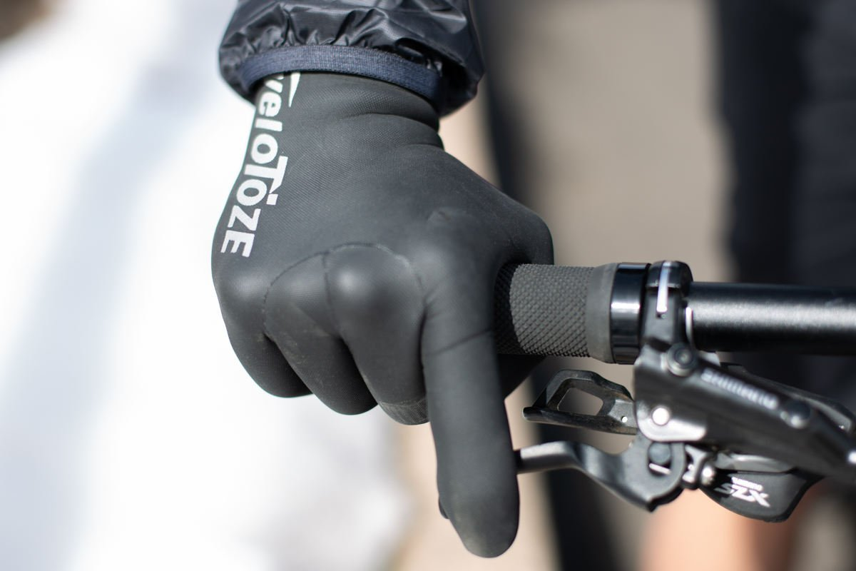 hand with glove gripping on the handlebar