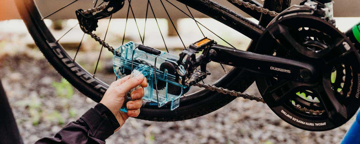 cleaning bike chain